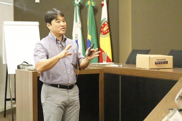 Dr. Maurício Sakima no 1º Circuito em Biomecânica e Ancoragem Esquelética (Foto: Dental Press)