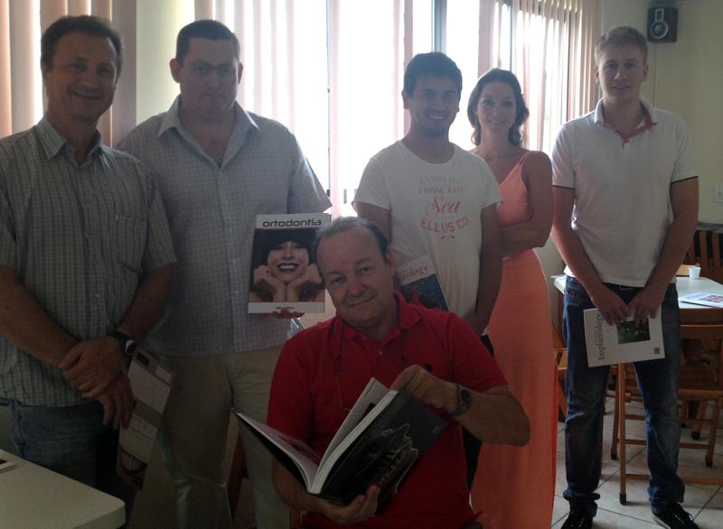 Prof. Dr. Gilson Correia Beltrão e a Turma de Especialização de Implantologia SOBRACID