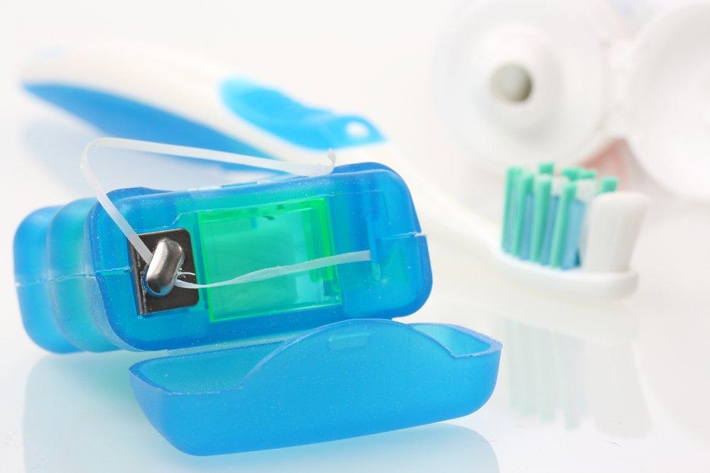 usar-fio-dental-higiene-bucal-fio-dental