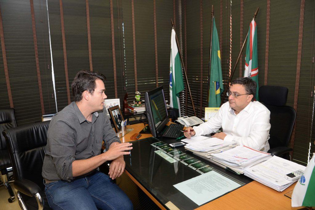 Guillherme Grazini, Coodernador da Saude Bucal do Paraná e o Secretário de Estado da Saúde, Michele Caputo Neto. (Fonte: Divulgação/ Foto:Venilton Küchler)